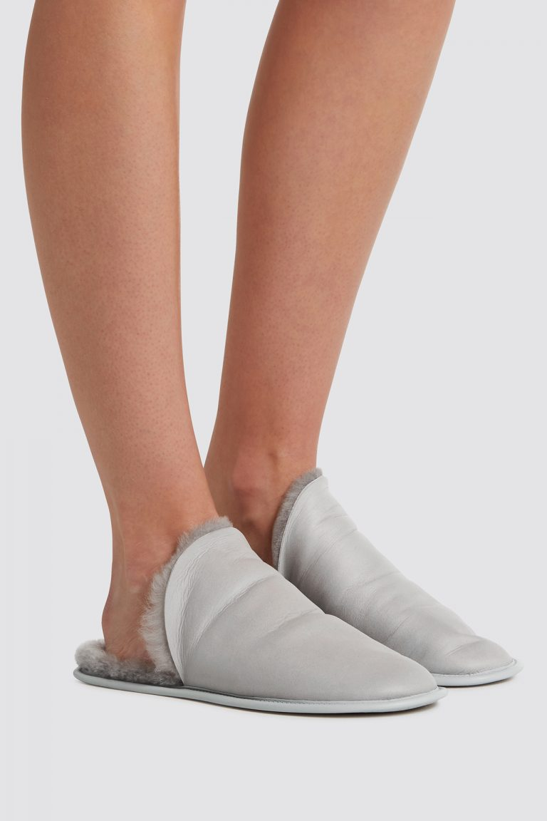 grey shearling travel slider slippers - women | gushlow and cole - cell image 1
