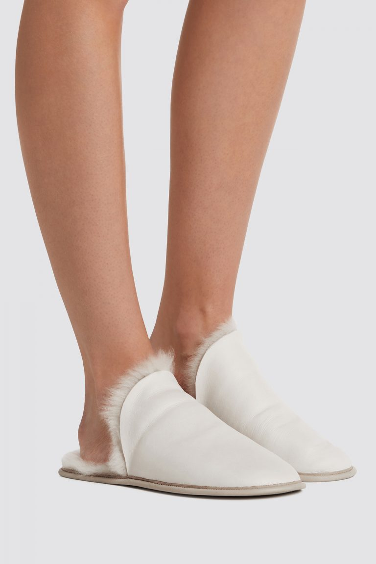 cream shearling travel slider slippers - women | gushlow and cole - cell image 1