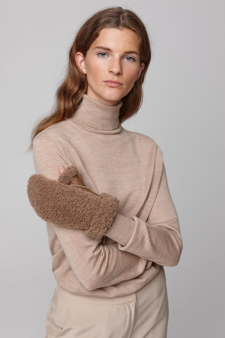shearling text mitten in camel - women | gushlow and cole - cell image 1