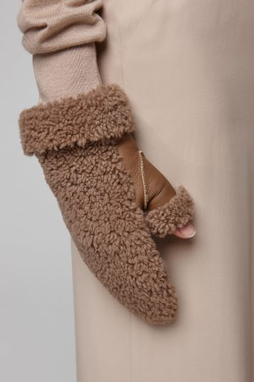 shearling text mitten in camel - women | gushlow and cole - cell image 2