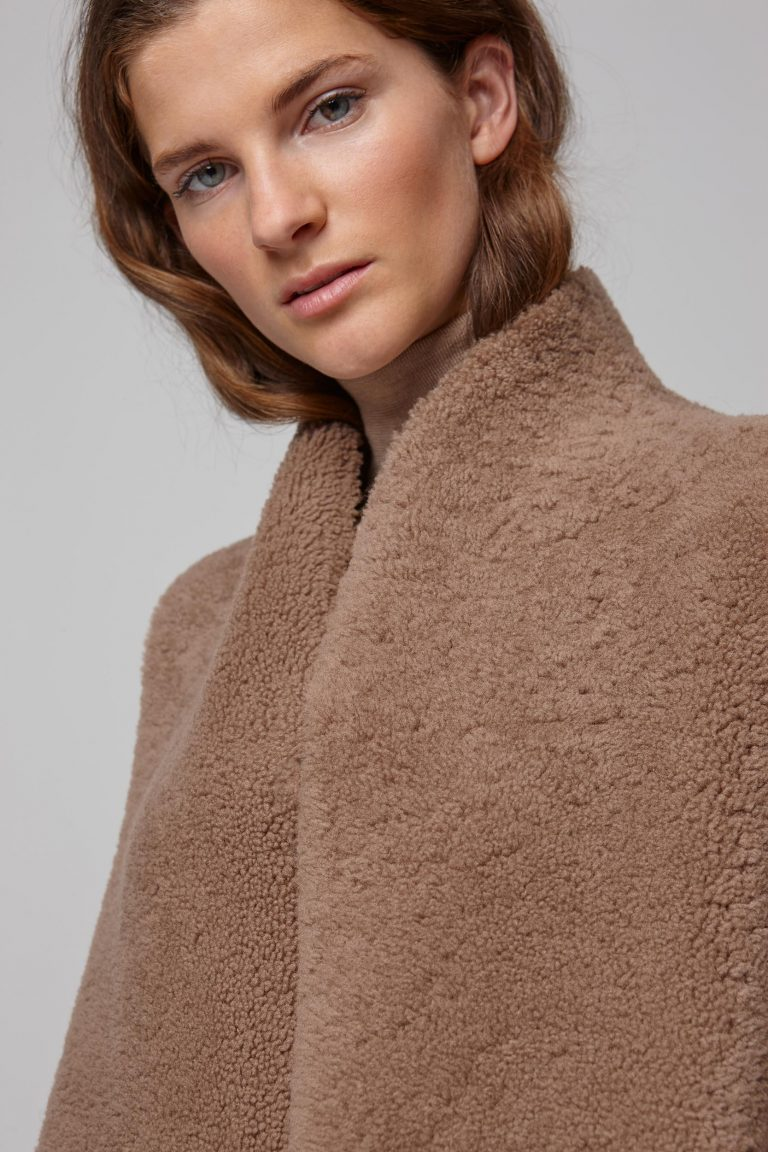 shearling sleeveless coat in camel - women | gushlow and cole - cell image 4