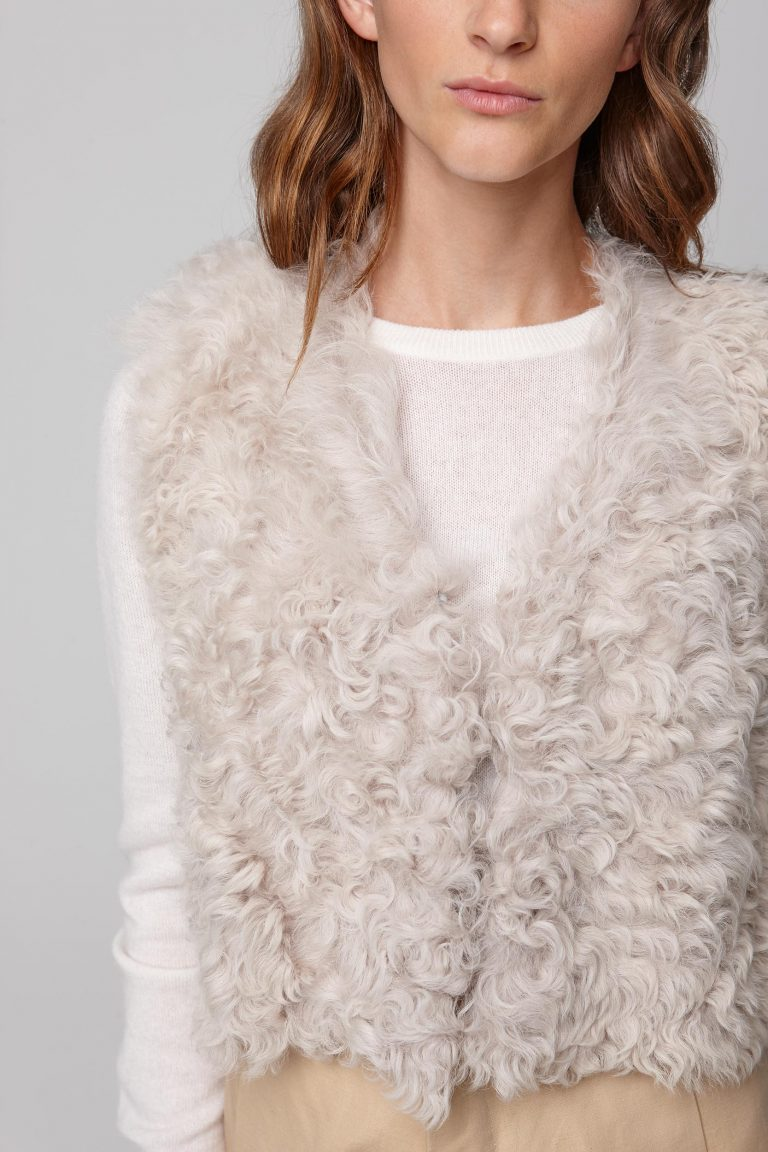 cropped white shearling gilet - women | gushlow and cole - cell image 4
