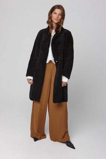 notch collar black shearling over coat - women | gushlow and cole - cell image 1