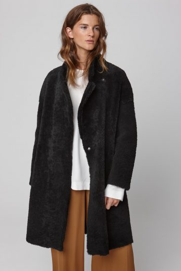 notch collar black shearling over coat - women | gushlow and cole - cell image 2