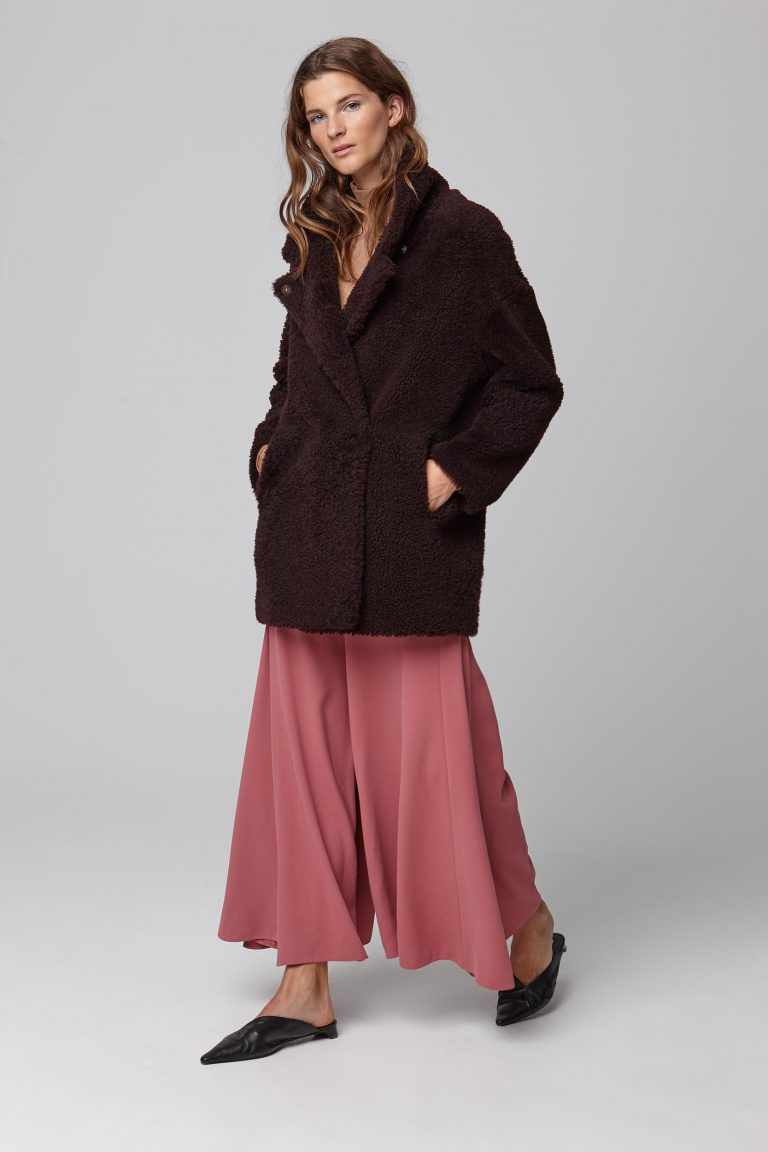 notch collar burgundy shearling gilet - women | gushlow and cole - cell image 1