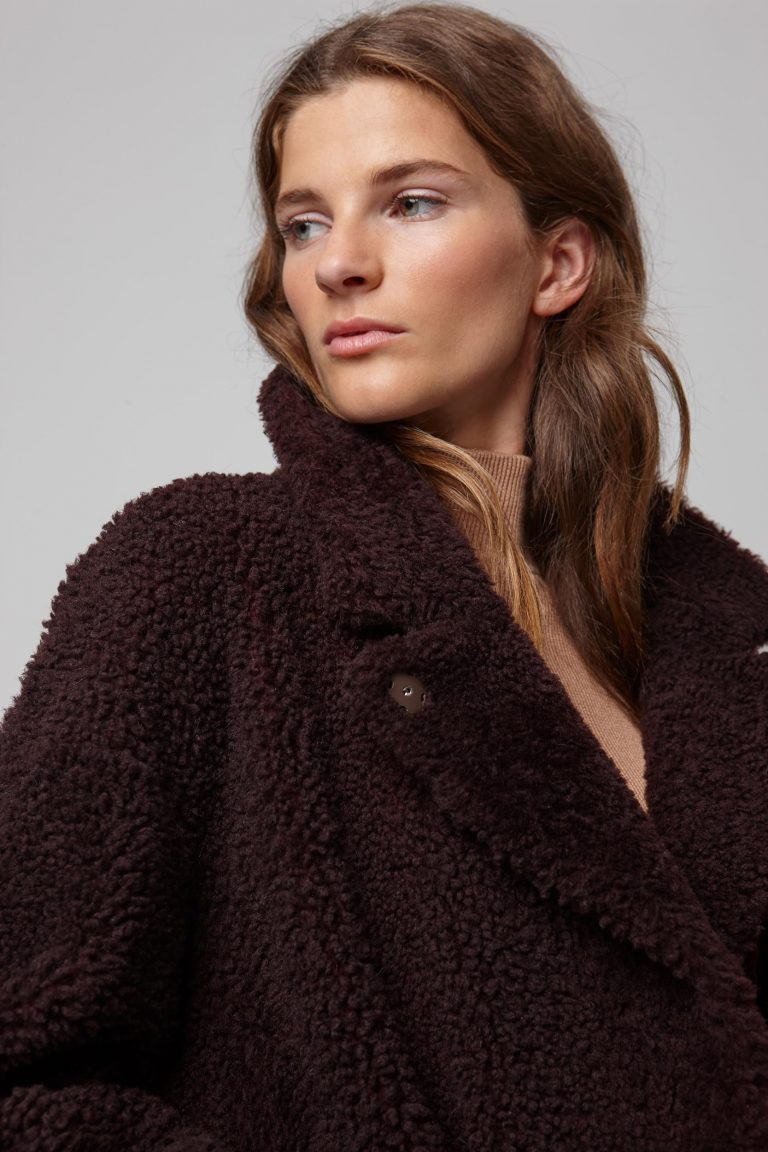notch collar burgundy shearling gilet - women | gushlow and cole - cell image 4