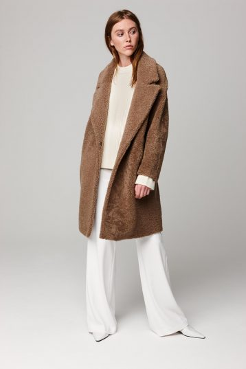 notch collar camel shearling over coat - women | gushlow and cole - cell image 1