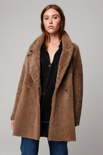 notch collar camel shearling gilet - women | gushlow and cole - cell image 3