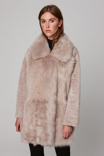 relaxed fit mixed beige shearling coat - women | gushlow and cole - cell image 3