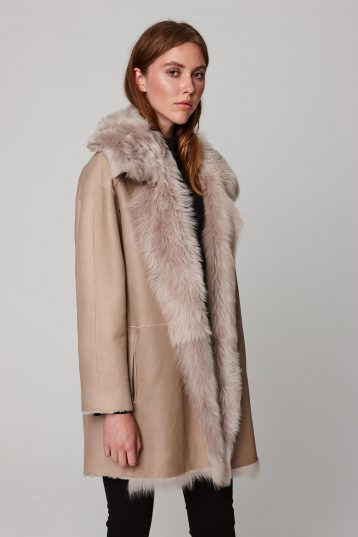 relaxed fit mixed beige shearling coat - women | gushlow and cole - cell image 5
