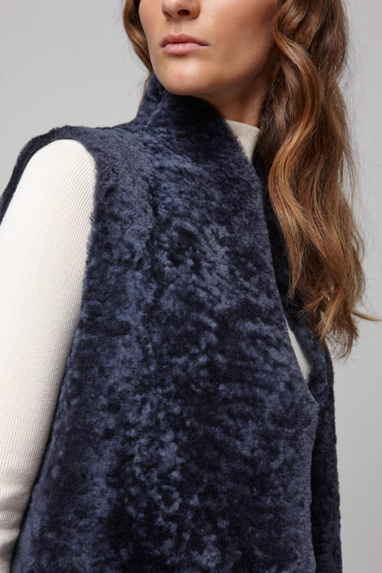 stand collar navy shearling gilet - women | gushlow and cole - cell image 5