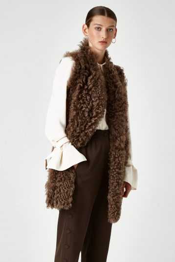 Mixed Texture V Neck Shearling Gilet in Camel | Women | Gushlow & Cole