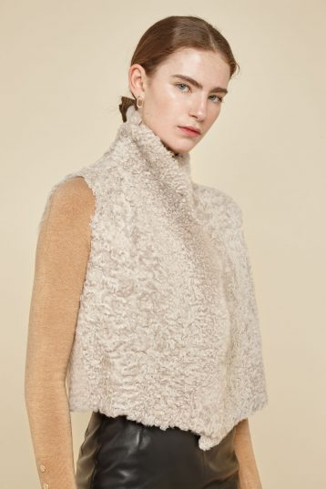 cropped rough cut cream shearling gilet - women | gushlow and Cole - GSRCX-SAN - 38614