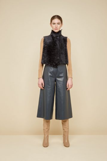 cropped rough cut dark grey shearling gilet - women | gushlow and Cole - GSRCX-GRA - 38843
