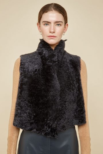 cropped rough cut dark grey shearling gilet - women | gushlow and Cole - GSRCX-GRA - 38875