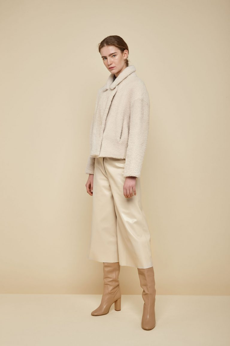white notch collar cropped shearling jacket - women | gushlow and Cole - JCOVE0-CLK - 38279