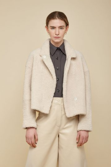 white notch collar cropped shearling jacket - women | gushlow and Cole - JCOVE0-CLK - 38361