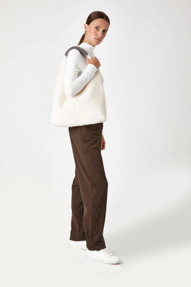 white shearling slouch bag - women | gushlow & Cole - BMSLOE-CLK