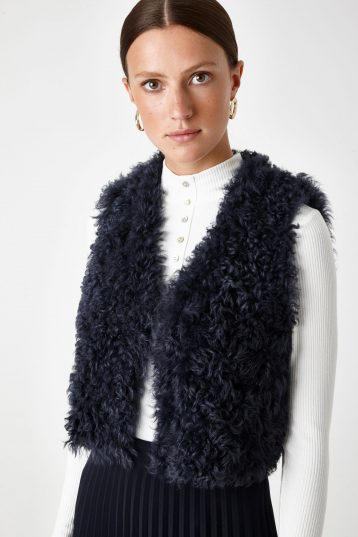 navy shearling crop gilet - women | gushlow & Cole - GCCR0-NAV