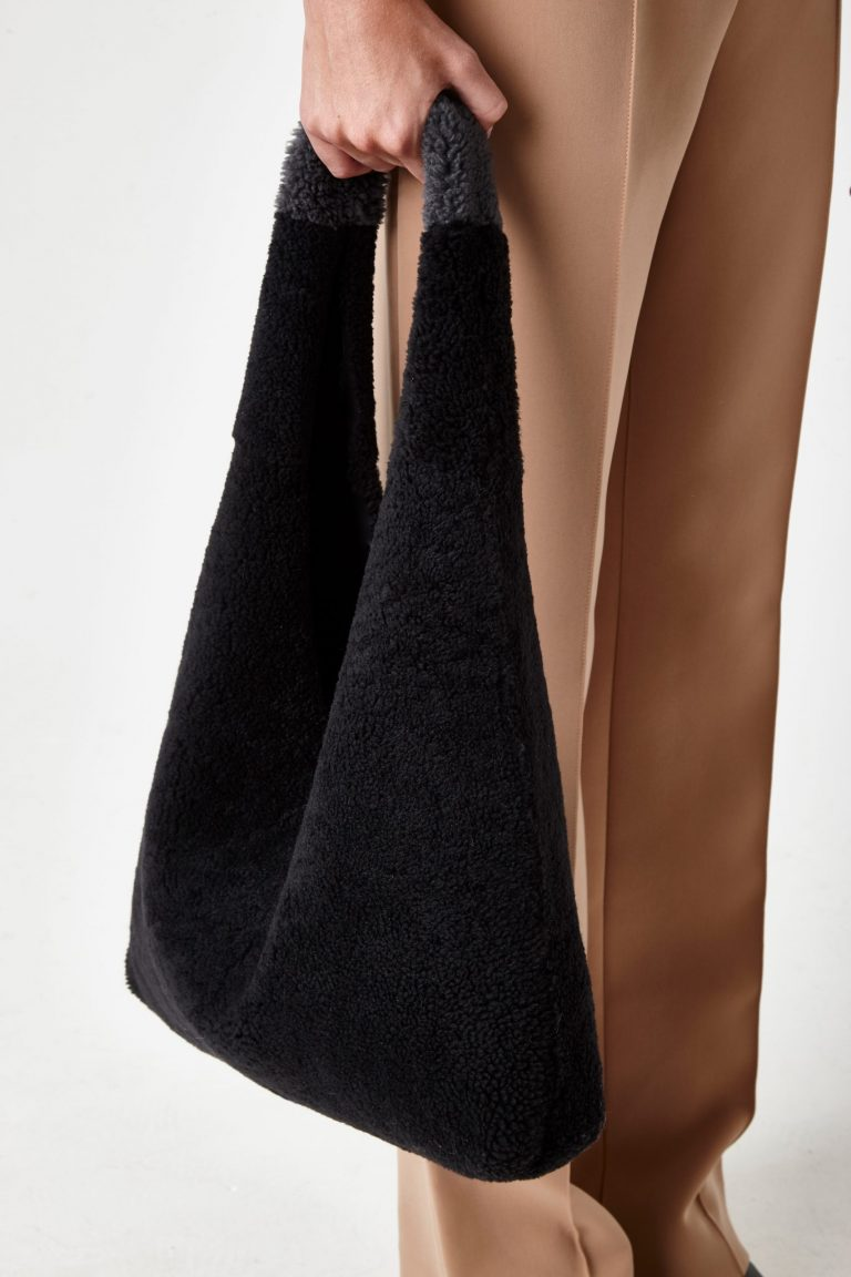 dark grey shearling slouch bag - women   gushlow & Cole - BMSLOE-GRA