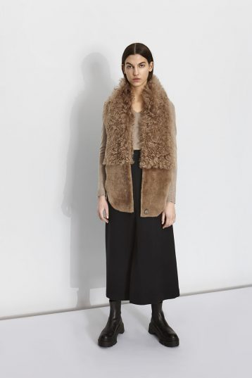 camel-shearling-gilet-scarf-women-gushlow-and-cole-model