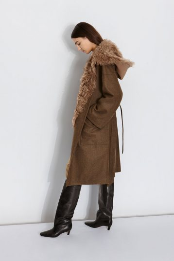 Shearling Hood Scarf in Camel | Women | Gushlow & Cole